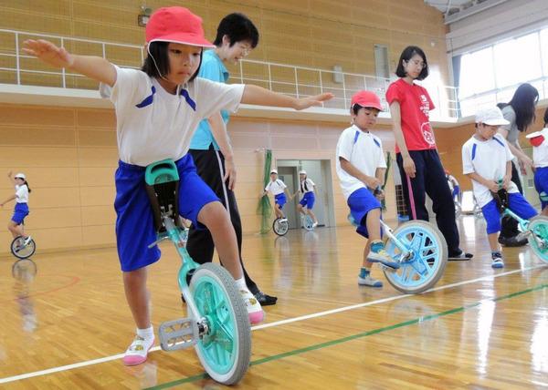 離島校など大分県の3小学校で一輪車講習会 | ベルマーク教育助成財団