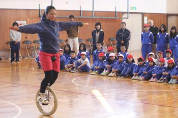 宮城・真山小学校で「一輪車講習...